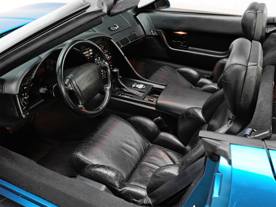 интерьер салона четвёртого Chevrolet Corvette