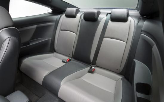 задние сиденья в Civic Coupe