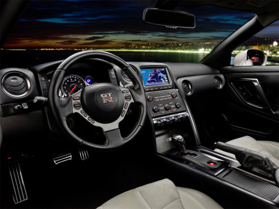интерьер Nissan GTR Black Edition R35