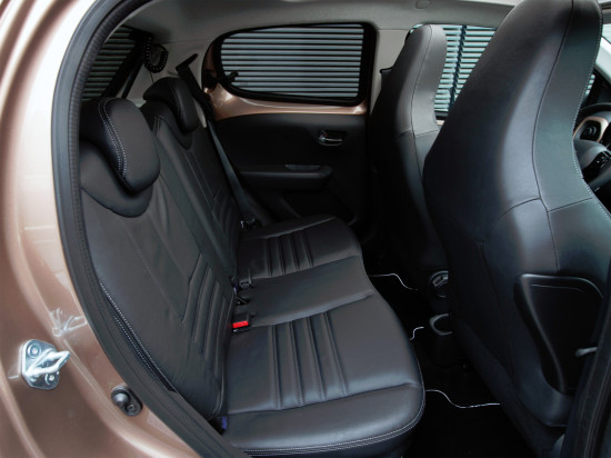 в салоне Peugeot 108