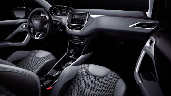 интерьер Peugeot New 2008