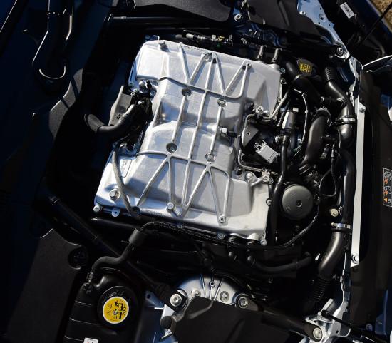 под капотом Jaguar F-Type SVR
