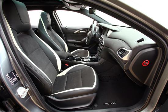 передние кресла в Q30S