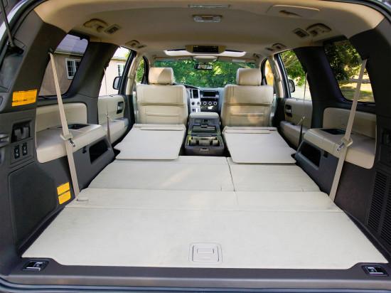 багажное отделение Тойоты Секвойи 2-го поколения