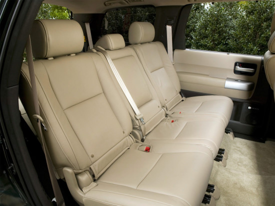интерьер салона Toyota Sequoia 2