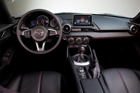 интерьер салона Mazda MX-5 RF