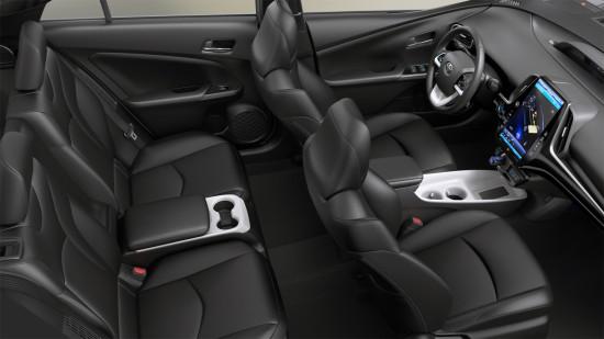 интерьер салона Prius 4 Prime