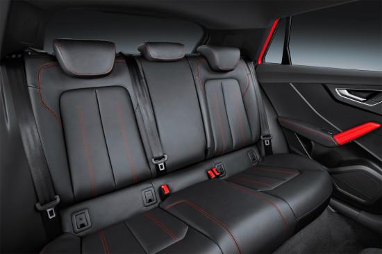 в салона Audi Q2 S Line (задний диван)