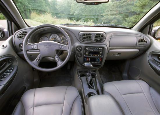 интерьер салона Chevrolet Trailblazer 1 (2001-2008)
