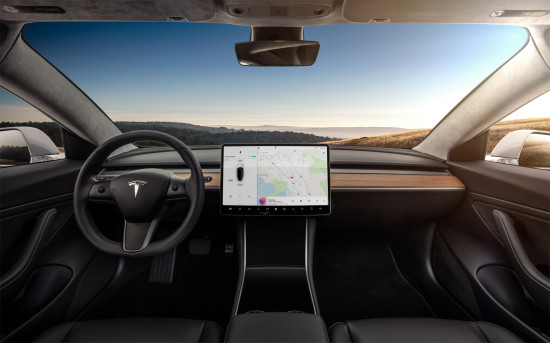 интерьер салона Tesla Model 3
