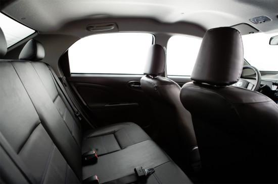 задний диван в Toyota Etios Sedan