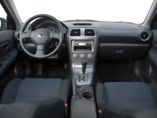 интерьер салона Subaru Impreza 2-го поколения