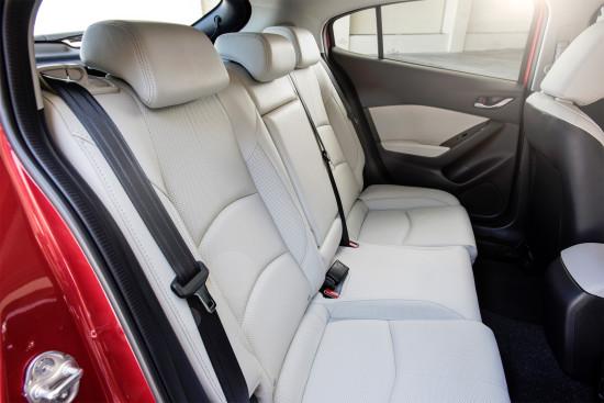 в салоне Mazda 3 (III поколение) - задний диван