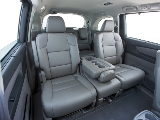в салоне Honda Odyssey IV