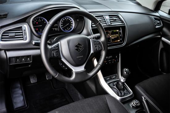 интерьер Suzuki SX4 2016-2017 модельного года