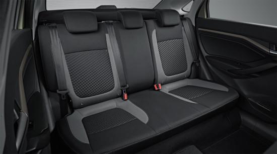 интерьер салона Lada Vesta Sedan (задний диван)