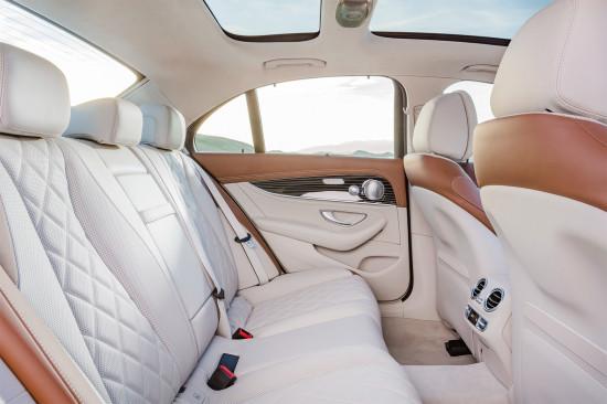 в салоне седана Mercedes E-Class W213