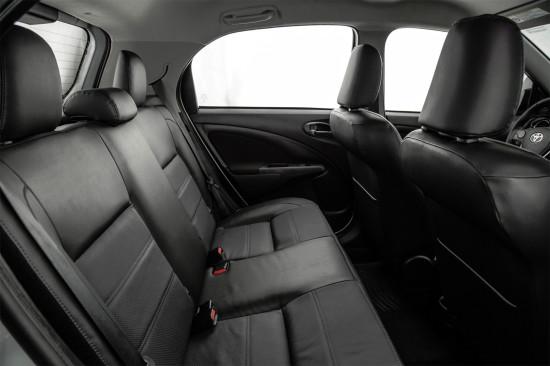 в салоне Toyota Etios Hatchback (задний диван)