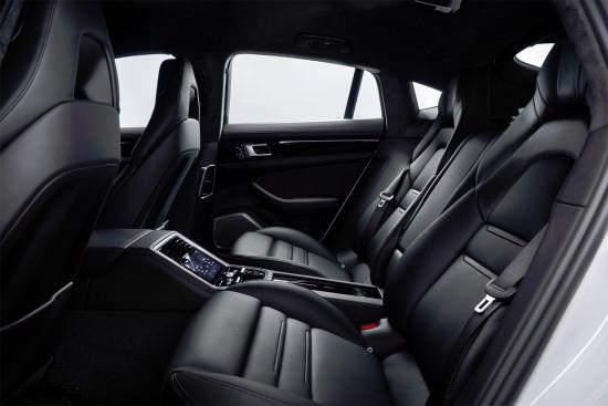 в салоне Porsche Panamera 4 E-Hybrid