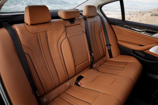 в салоне седана BMW 5-series (G30)