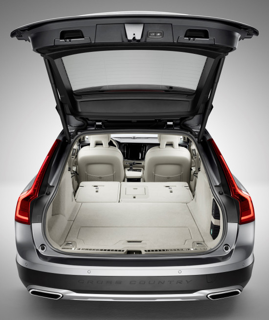 багажное отделение Volvo V90 Cross Country