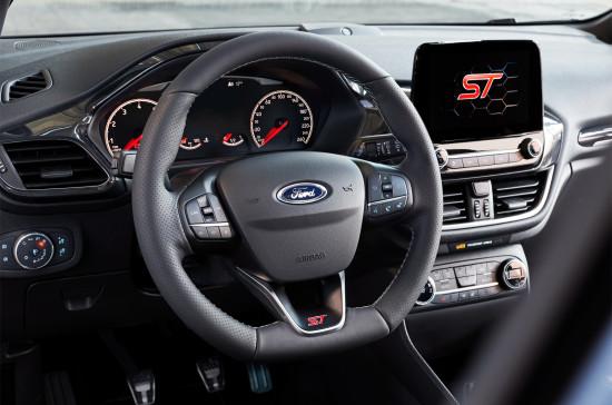 интерьер салона Ford Fiesta ST 3