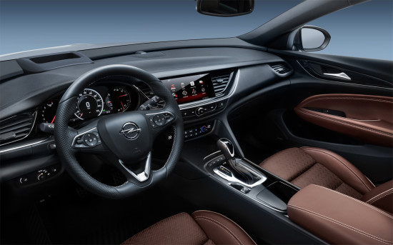 интерьер салона Opel Insignia 2 Sports Tourer