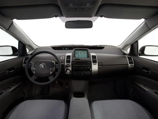 интерьер салона Toyota Prius 2
