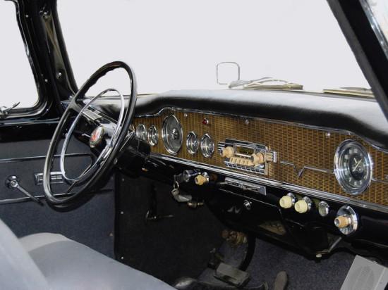 интерьер (передняя панель) ГАЗ-13 Чайка