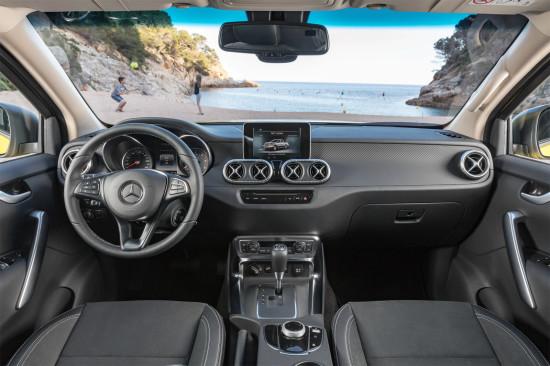 передняя панель и центральная консоль Mercedes-Benz X-Class