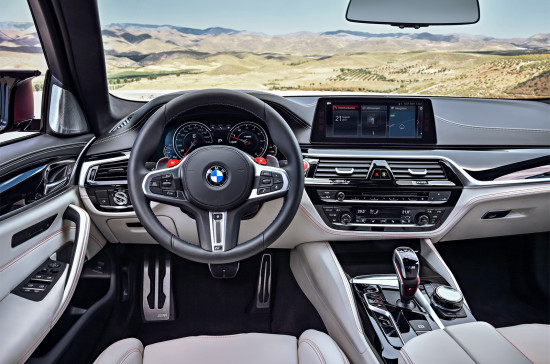 интерьер салона BMW M5 (F90)