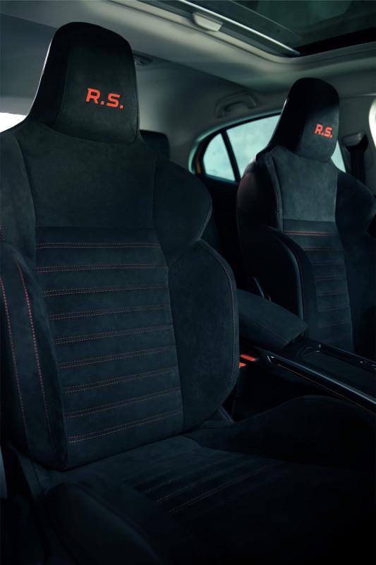 интерьер салона Renault Megane 4 RS