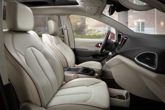интерьер салона Chrysler Pacifica (RU)