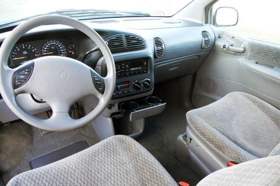 интерьер салона Chrysler Voyager III