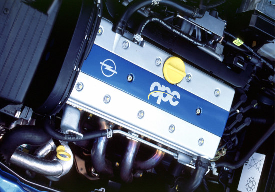 под капотом Opel Astra G OPC