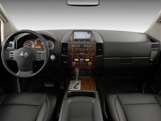 интерьер салона Nissan Titan 1-го поколения