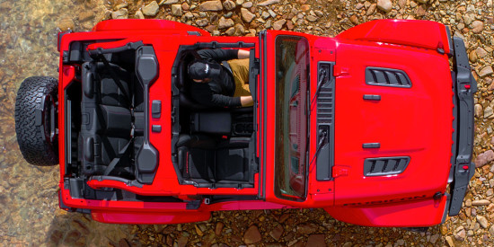 компоновка салона двухдверного Jeep Wrangler (JL)
