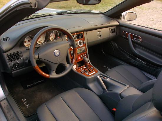 интерьер салона Mercedes-Benz SLK-класса 1-го поколения