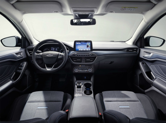 интерьер салона Ford Focus Active (2018-2019)