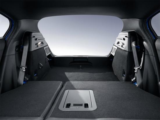 багажник при сложенном заднем диване