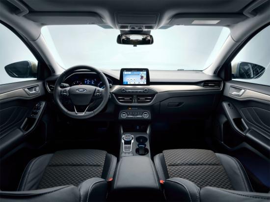 интерьер салона универсала Ford Focus IV