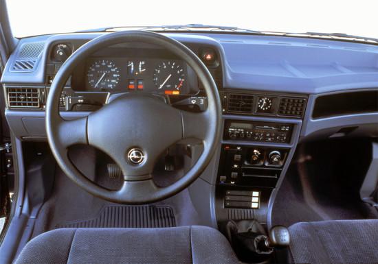 интерьер салона Opel Kadett E Combo