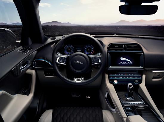 передняя панель и центральная консоль Jaguar F-Pace SVR