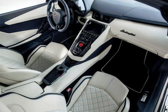 интерьер салона Aventador S Roadster