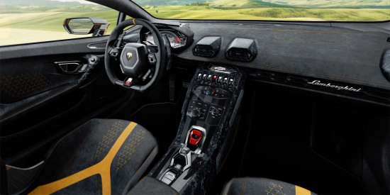 интерьер салона Lamborghini Huracan Coupe