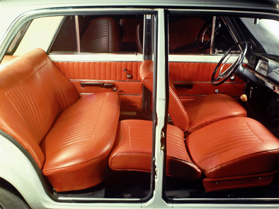 передние кресла и задний диван
