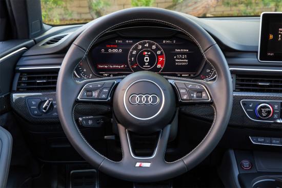 приборная панель седана Audi S4 (B9)