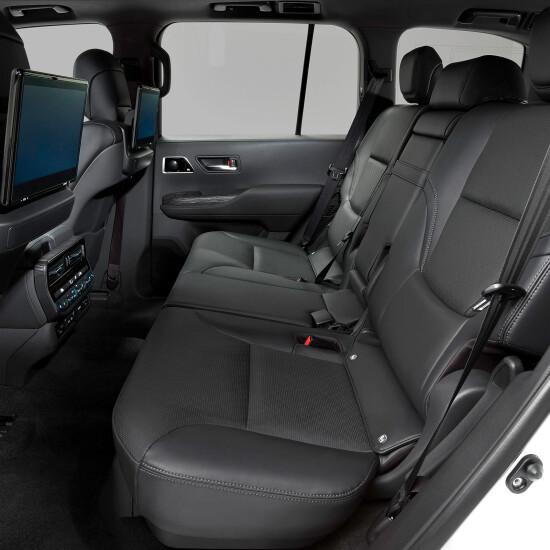 второй ряд пассажирских мест Land Cruiser 300