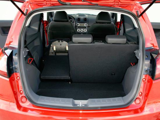 багажное отделение трёхдверного Mitsubishi Colt 6 (2008-2010)