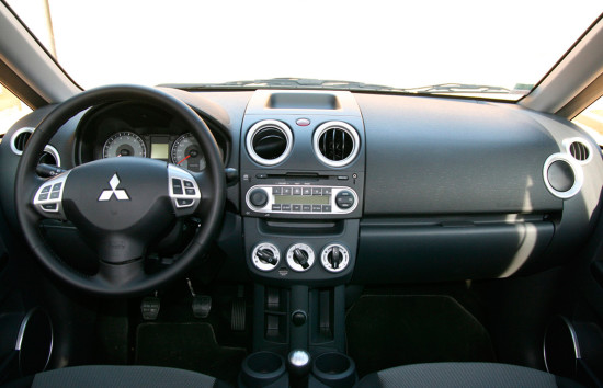 интерьер салона Mitsubishi Colt 6 (2008-2010)